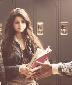 Selena in Another Cinderella Story of t shirt with the link to the same the Selena Gomez Cute, Selena Gomez Fotos, Selena Gomez Outfits, Selena Gomez Pictures, Selena Gomez Style, Cinderella Story Selena Gomez, Another Cinderella Story, Estilo Vanessa Hudgens, Alex Russo