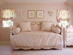 Arredare con i colori pastello - Cameretta rosa chiaro