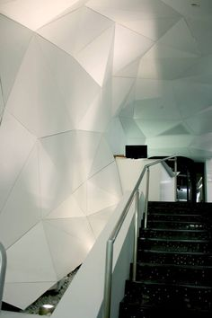 Solutions | Wall Systems | Faceted Panels by ARKTURA - New York, NY - Various panels create a faceted surface that can accommodate any ceiling, wall or transition condition.