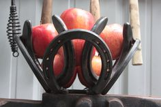 horse shoe bowl centerpiece