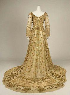 Irish dress circa 1907