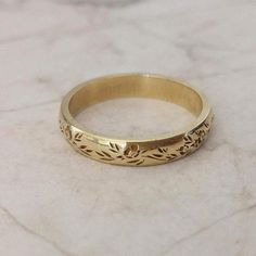 Vintage wedding band - Flower wedding band, vintage style floral ring for women , personalized Valentine's day gift – Vintage wedding band Wedding Rings Vintage, Gold Wedding Rings, Rose Gold Engagement Ring, Vintage Rings, Solitaire Engagement, Wedding Jewelry, Floral Vintage, Vintage Stil, Style Vintage