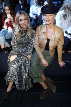 See who joined Kate and Sienna front row at yesterday, plus all the party pictures from the rest of Paris Fashion Week, via the link in bio Moss Fashion, Paris Fashion, Sienna Miller Style, Kate Moss Style, Fashion Corner, Vogue Uk, Winter Mode, Mode Style, Front Row