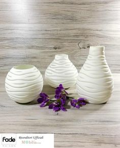 Questi vasi illuminati sono caratterizzati da una incredibile robustezza e leggerezza realizzata attraverso una lavorazione rotazione della resina. Vasi Bianchi