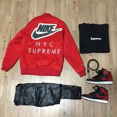 Colaboration Nike with Supreme, yes RED