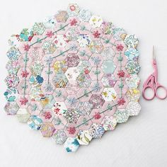 Emma Jones - EPP & Embroidery (@vintagesewingbox) • Instagram photos and videos Hexagon Patchwork, Hexagon Quilting, My Sewing Room, Vintage Sewing Machines, Tatting Patterns, English Paper Piecing, Mini Quilts, Hand Quilting, Quilting Projects