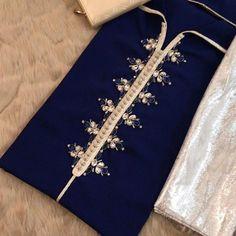 Pakistani Dresses Casual, Pakistani Dress Design, Pakistani Suits, Modern Moroccan Decor, Silk Kurti Designs, Diy Fashion Hacks, Kaftan Style, Kurta Neck Design, Bead Embroidery Patterns