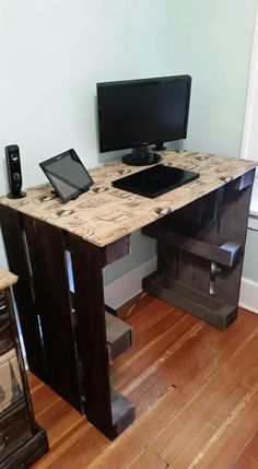 Home Design Ideas: Home Decorating Ideas For Cheap Home Decorating Ideas For Cheap Diy computer desk made from wooden pallets and burlap fabric with print #diy…