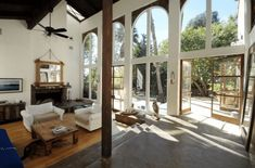 Relax Like a Celebrity in this Zuma Beach Getaway - http://freshome.com/celebrity-home-zuma-beach/