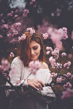 Spring portrait inspiration cherry blossom shoot idea creative low budget Source by sevenandstories Photo Portrait, Portrait Photography Poses, Photography Poses Women, Tumblr Photography, Creative Photography, Outdoor Portrait, Girl Photo Shoots, Spring Photography, Shooting Photo