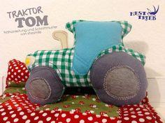 Traktor-Kuschelkissen - Tom (Nähanleitung und Schnittmuster, samt Plotterdatei und Stickdatei von shesmile)