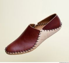 Footwear designer, Roderick Pieters is focused on re-inventing and simplifying shoes. Women's Shoes, Me Too Shoes, Shoe Boots, Dress Shoes, Shoes Men, Dress Clothes, How To Make Shoes, Leather Sandals, Diy Leather Shoes