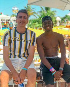 "@miniminter on Instagram: ""Met my hero today 🍆 📷: @taliamar"" British Youtubers, Best Youtubers, Cute Boys, My Boys, Sidemen Members, Simon Minter, Football Tops, The Jacksons, Future Boyfriend"