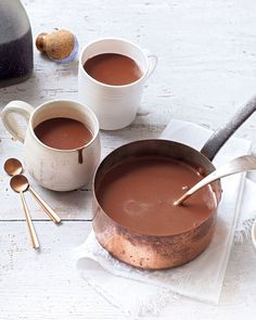 The best hot chocolate Somewhere between rich, decadent Spanish dipping chocolate and the traditional British cup of cocoa – there's no denying this is the ultimate hot chocolate. Café Chocolate, Dipping Chocolate, Christmas Hot Chocolate, Chocolate Sprinkles, Cocinas Chocolate, Nutella, Best Hot Chocolate Recipes, Spanish Hot Chocolate Recipe, Homemade Hot Chocolate