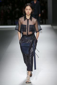 Boss Spring 2019 Prêt-à-porter-Modenschau - Catwalk Finds - Damenmode Fashion Over 40, Fashion Week, Trendy Fashion, Spring Fashion, Autumn Fashion, Fashion Outfits, Fashion Tips, Fashion Trends, Trendy Style