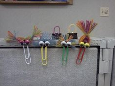 DIY office supplies crafts/projects for kids - Zany Bookmarks. **We glued on magnets to the back of these to use for displaying artwork, notes, etc. on metal surfaces.(Diy Cuadernos Back To School) Paperclip Crafts, Paperclip Bookmarks, Bookmarks Kids, Paper Tags, Diy Paper, Paper Crafts, Diy Arts And Crafts, Easy Crafts, Market Day Ideas