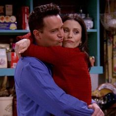Image about love in Friends by Kathy ♡ on We Heart It Chandler Friends, Friends Tv Show, Tv: Friends, Friends Cast, Friends Moments, Friends Series, Friends Forever, Friends In Love, Chandler Bing