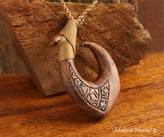 Hawaiian Koa Wood Fish Hook(Makau) Necklace(L) - Makani Hawaii,Hawaiian Heirloom Jewelry Wholesaler and Manufacturer Hawaiian Heirloom Jewelry, Hawaiian Jewelry, Arte Viking, Maori Designs, Wood Fish, Wood Necklace, Art Nouveau Jewelry, Bone Carving, Wooden Jewelry