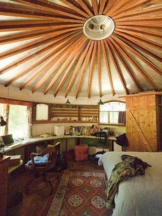 The ultimate in bohemian/ Hippie interior design Handmade wooden house The perfect tree house interior I have been thinking . Yurt Living, Living Spaces, Living Room, Interior Exterior, Interior Design, Tree House Interior, Yurt Home, Principles Of Design, Yurts