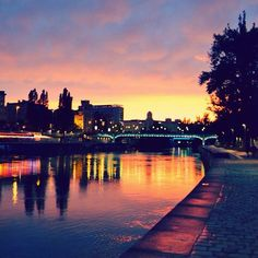 what a #beautiful #sunset in #vienna #donaukanal #colours of #happinez #liveiswonderful #ilovenature Beautiful Sunset, Vienna, Hot, Colours, Places, Nature, Instagram, Naturaleza, Nature Illustration