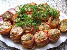 The spicy rolls Ingredients: - 2 eggs - 2 tbsp breadcrumbs - Cilantro, thyme, parsley - 1 large onion - minced meat (any) - 200 grams of Top Salad Recipe, Salad Recipes, Meat Rolls, Pork Tenderloin Recipes, Russian Recipes, Appetisers, Fish Dishes, Yummy Appetizers, Food Photo