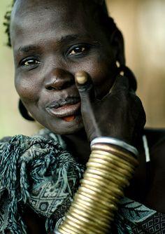 Eric Lafforgue  www.ericlafforgue.com Shy and beautiful Bodi woman Ethiopia