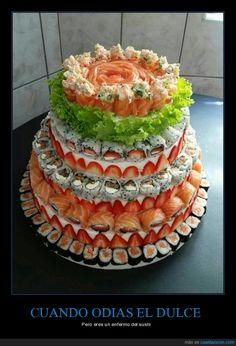 ¿Alguien tiene hambre? - Pero eres un enfermo del sushi   Gracias a http://www.cuantarazon.com/   Si quieres leer la noticia completa visita: http://www.skylight-imagen.com/alguien-tiene-hambre-pero-eres-un-enfermo-del-sushi/