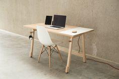 Desk 01 es probablemente el escritorio más simple y útil que vas a ver en toda tu vida.