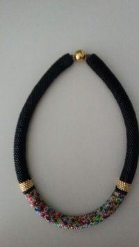 Can be done in bead crochet or tubular Bead Crochet Patterns, Bead Crochet Rope, Beaded Crochet, Crochet Designs, Rope Necklace, Beaded Necklace, Beaded Bracelets, Bead Jewellery, Beaded Jewelry