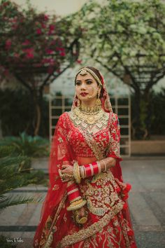 Indian Bridal Photos, Indian Bridal Outfits, Indian Bridal Fashion, Indian Bridal Wear, Pakistani Bridal Dresses, Indian Wedding Couple Photography, Indian Wedding Bride, Shadi Dresses, Indian Gowns Dresses