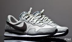 Zapatillas Nike Air Pegasus 83 Gris Blanco, los nuevos colorways para esta #colecciónOtoñoInvierno2016 del modelo de #zapatillasNikeAirPegasus83 acaban de llegara a la #tiendaonlinedezapatillas #ThePoint, esta vez presentando este modelo de #zapatillasretrorunning en piel y en un colorway gris con el #Swoosh de #Nike en color negro, clica aquí y hazte com ellas http://www.thepoint.es/es/zapatillas-nike/1082-zapatillas-hombre-nike-air-pegasus-83-gris-blanco.html