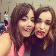 @chloebennet4Waiting for the panel to begin like the professionals we are. @lil_henstridge #sdcc2014
