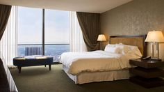 View detailed hotel room highlights at The Westin Peachtree Plaza, Atlanta. Our Atlanta accommodations are perfect for business or leisure. Atlanta Hotels, Us Destinations, Plaza Hotel, Hotel Reservations, Home Bedroom, Bedrooms, Best Places To Eat, Hotels And Resorts, Luxury