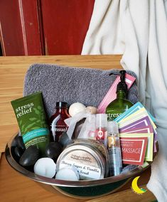 Spa Date Night and Massage Kit for an Awesome At Home Date Spa Date Night Kit de masaje Date Night Ideas For Married Couples, Romantic Date Night Ideas, At Home Date Nights, Spa Day At Home, Date Night Basket, Massage Place, Date Night Gifts, Spa Night, Stone Massage