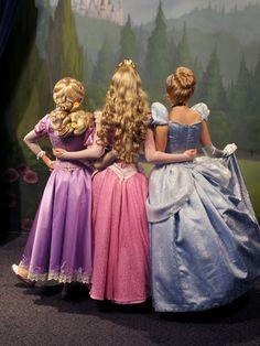 disney disney world Rapunzel princess Aurora cinderella magic kingdom Princess Aurora Disney Cosplay, Disney Face Characters, Disney Movies, Disney And Dreamworks, Disney Pixar, Cosplay Legal, Disneyland Princess, Costume Carnaval, Walter Elias Disney