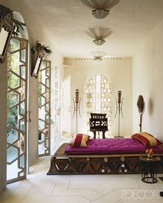 Moroccan style Elle Decor: Beautiful doors with Moroccan geometric star patterns, among the most common  in Morocco.