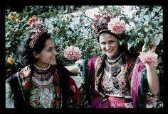 From Váralja, NHA Néprajzi Múzeum | Online Gyűjtemények - Etnológiai Archívum, Diapozitív-gyűjtemény Folk Costume, Costumes, Folklore, Embroidery Patterns, Beads, Hungary, Inspiration, Traditional, Inspired