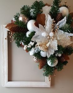 Transform that plain picture frame into something outstanding. by marlas Christmas Floral Arrangements, Christmas Centerpieces, Christmas Decorations, Holiday Decor, Homemade Christmas, Christmas Crafts, Picture Frame Wreath, Crochet Home Decor, Holiday Pictures