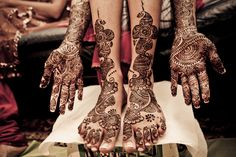We Love Indian Weddings: Mehndi Edition - Indian Wedding Site Home - Indian Wedding Site - Indian Wedding Vendors, Clothes, Invitations, and Pictures. Indian Wedding Mehndi, Wedding Henna Designs, Indian Wedding Photos, Traditional Indian Wedding, Big Fat Indian Wedding, Bridal Henna, Desi Wedding, Bride Indian, Indian Weddings