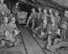 Cornish_Miners_Eating_Pasties