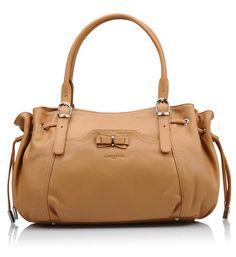 Sac shopping Mademoiselle Candice Lancaster en camel prix Sacs Galeries Lafayette 225.00 € Sac Week End, Galeries Lafayette, Mademoiselle, Smooth Leather, Purse, Shopping, Zipper, Clutch Bags, Bags