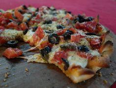 Epaaa! La #pizza de @cazzopizza está brutal. Fui a su centro de operaciones y les enseñé a transformar la receta de masa en fórmula panadera para que mantengan su calidad así hagan mil. #PizzaParametrica V= πza