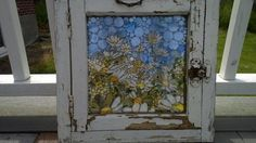 Vintage Window Daisys - Delphi Artist Gallery by Stacie Walls Mosaic Art Glass Wall Art, Stained Glass Art, Mosaic Art, Mosaic Glass, Mosaic Windows, Broken Glass Art, Quirky Decor, Mosaic Flowers, Vintage Windows