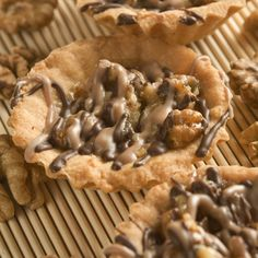 An Easy walnut tart recipe, Yummy tart pastry with a brown sugar and walnut filling.�