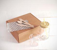 Cajas para Desayuno Sorpresa | CARTÓN S.A. - Cajas de Cartón e Ingeniería en Empaques en Barranquilla y toda Colombia Diy Crafts For Kids, Kit, Lunch Box, Container, Paper Crafts, Gift Wrapping, Food, Party, Paper Purse