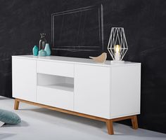 63995 Ft Ez az időtlen dizájnnal készült TV-szekrény helyet biztosít a manapság használatos otthoni házimozi rendszer számára.