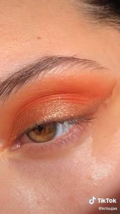 With freckles Makeup Eye Looks, Eye Makeup Steps, Eyebrow Makeup, Skin Makeup, Makeup Art, Makeup Eyeshadow, Beauty Makeup, Tutorial Sombra, Make Up Tutorial