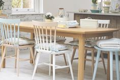 Laura Ashley Dining Room Furniture - What art do you choose for a cottage with the traditional Scandinavian decor, filled with light wooden floors Extendable Dining Table, Dining Table Chairs, Dining Room Furniture, Laura Ashley Furniture Paint, Table Style Scandinave, Light Wooden Floor, Home Furnishings, Painted Furniture, Kitchen Design