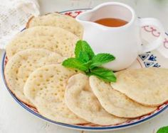 Baghirs légers ou crêpes mille trous marocaines : http://www.fourchette-et-bikini.fr/recettes/recettes-minceur/baghirs-legers-ou-crepes-mille-trous-marocaines.html