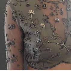 Zardozi Embroidery, Kurti Embroidery Design, Embroidery Neck Designs, Bead Embroidery Patterns, Couture Embroidery, Embroidery Dress, Beaded Embroidery, Choli Blouse Design, Saree Blouse Designs